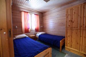 Makuuhuone alakerrassa Ylläs-Niiles